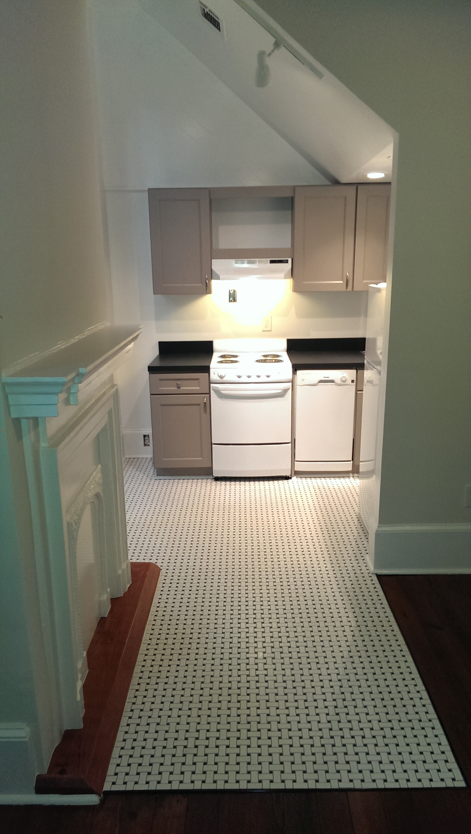 this beautiful 1 bedroom 1 bath apartment is locatedon st charles ave
